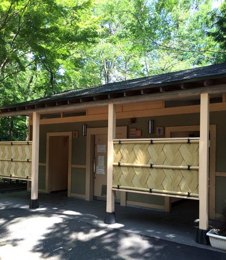 深大寺参道近くの公衆トイレ